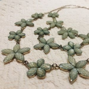 5/$30 Gorgeous Tame Teal Floral Necklace